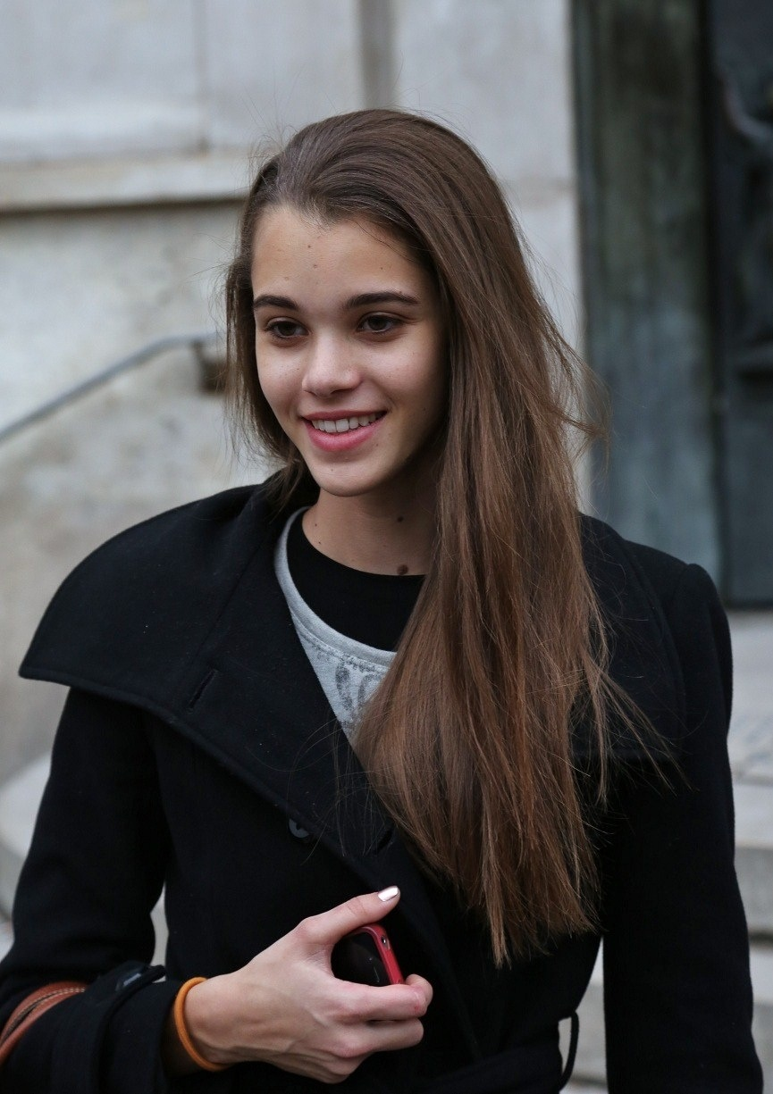 pauline dating Chat with pauline, 23 today from masevaux, france start talking to her totally free at badoo.