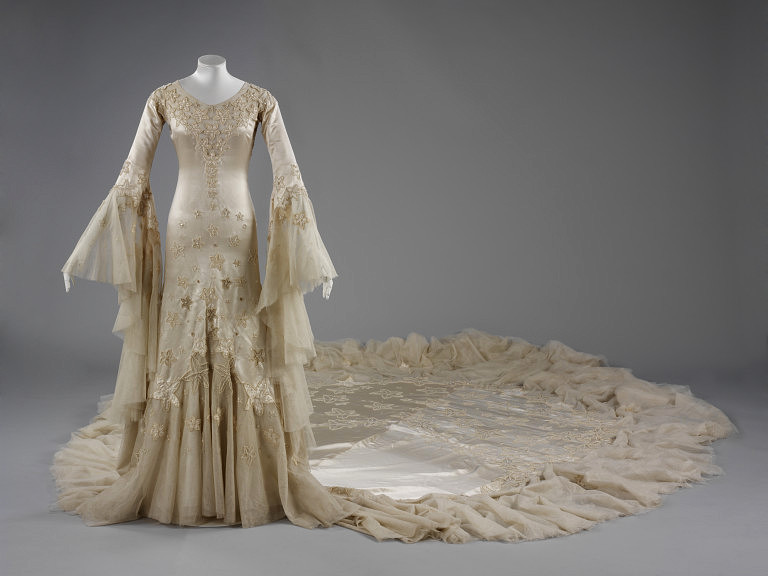 Wedding-dress-January-1933-made-21-February-1933-worn-Norman-Hartnell-VA