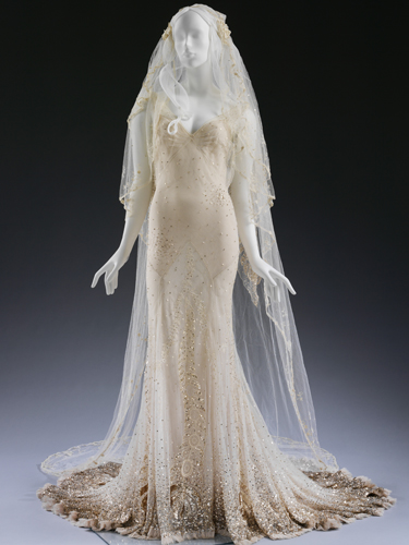kate-moss-wedding-dress-and-veil-john-galliano-sized