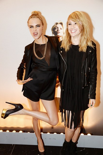 cara-delevingne-suki-waterhouse-vogue-30apr14-rex_b_426x639