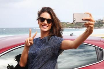 Alessandra Ambrosio And Alex Perry Visit Bondi Beach