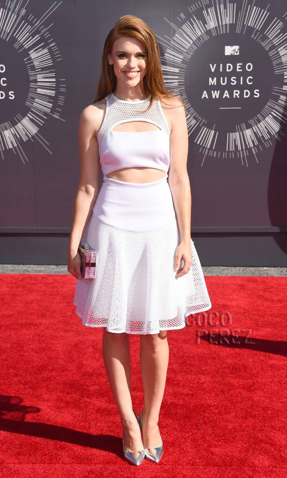 holland-roden-mtv-video-music-awards-vmas-2014-red-carpet__oPt