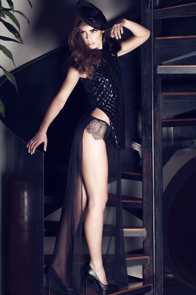 Hat: OPHélie HAtS / Sweater: MAiSOn CyMA / Panties: FOr lOve AnD leMOnS at veStiBule BOutique / Rings: SHAlS / Shoes: AlDO
