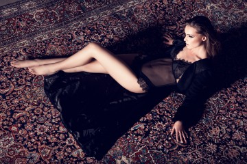 Coat: MAiSOn CyMA / Bodysuit: SOkOlOFF lingerie
