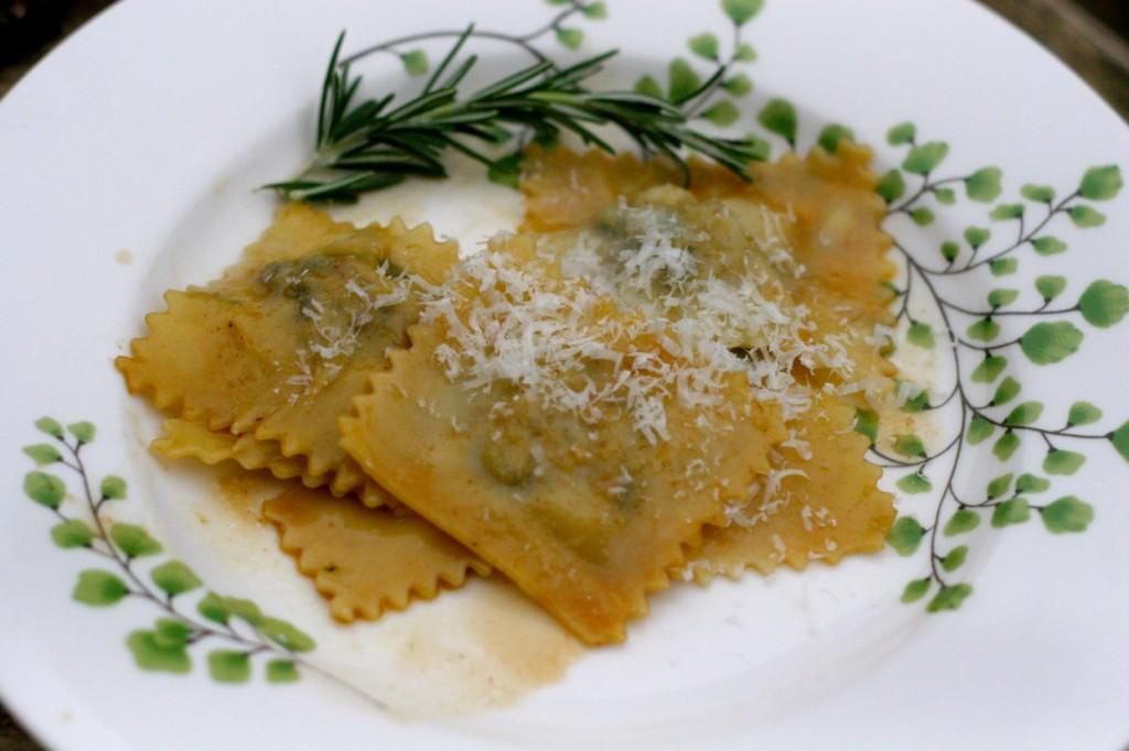 ©http://lacuocaciccia.com/2011/09/08/agnolotti-al-plin-piemontesi-filled-pasta-from-zia-alida/